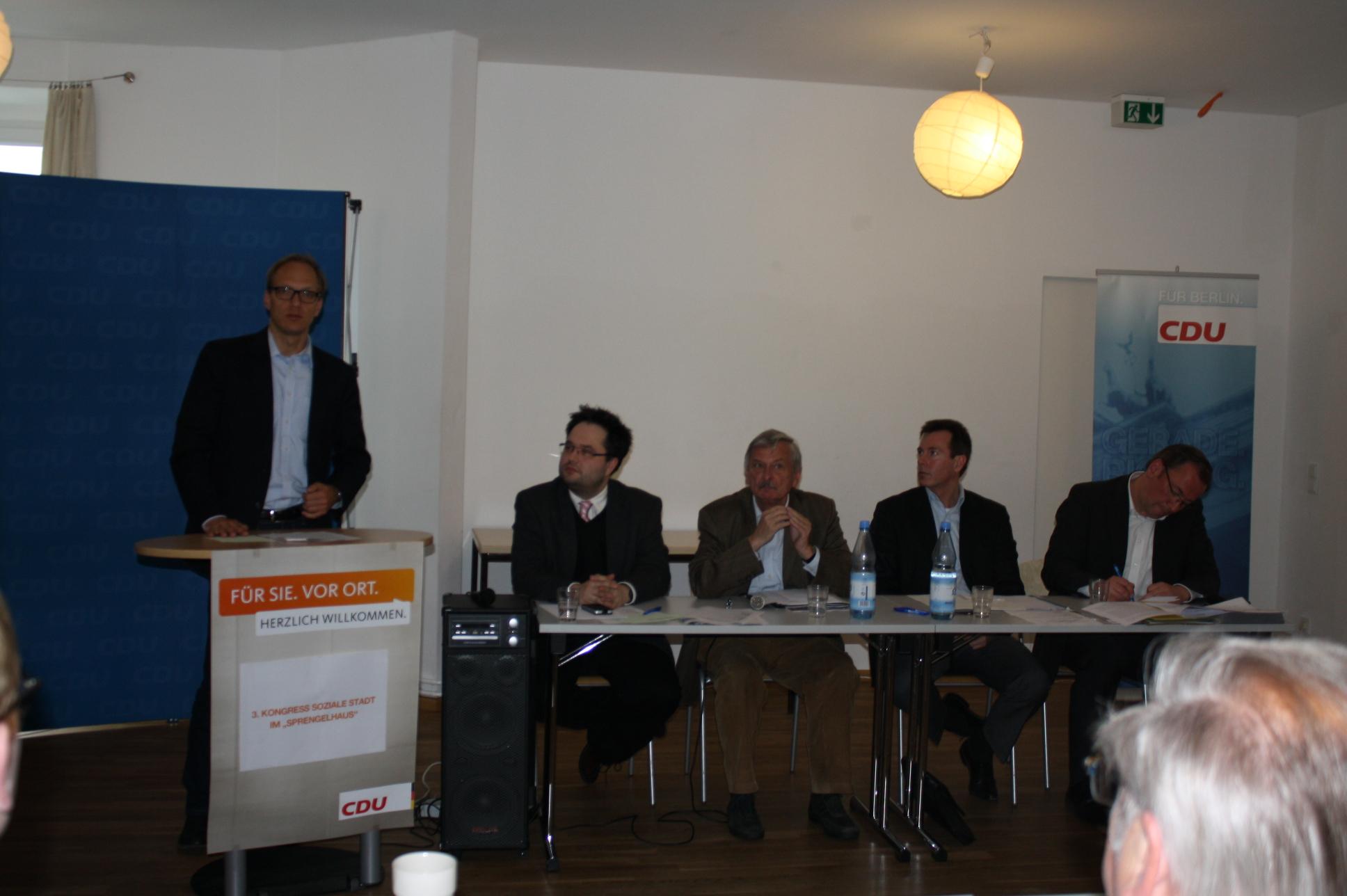 v.l.n.r. Carsten Spallek (Stadtrat), Olaf Lemke (CDA Kreisvorsitzender), Volker Liepelt (stellv. CDU Kreisvorsitzender), Michael Büge (Staatssekretär), Thorsten Reschke (Fraktionsvorsitzender)